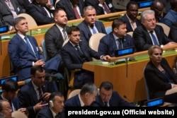 Андрій Єрмак сидить за президентом Володимиром Зеленським на Генасамблеї ООН