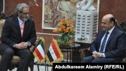 محافظ البصرة ماجد النصراوي(يمين) وسفير الكويت غسان الزواوي(يسار)