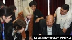 БШК талапкерлердин кол топтоо баракчаларын кайрадан карап чыгууда, 30-сентябрь, 2011-жыл.