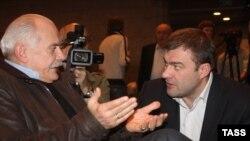 Председатель Союза кинематографистов Никита Михалков (слева) и один из кандидатов на этот пост Михаил Пореченков