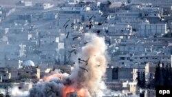 Авиаудар по одному из сирийских городов, архивное фото.