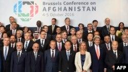 Брюсселда ўтган Афғонистон донорлари конференцияси иштирокчилари.