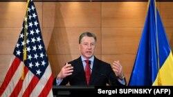 Специальный представитель Госдепартамента США в Украине Курт Волкер выступает на пресс-конференции по итогам своего визита в Украину. Киев, 27 июля 2019 года