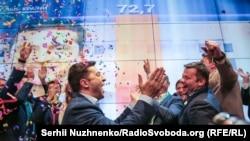 Zelenski a câștigat alegerile cu 73%, cu referiri vagi la Crimeea și promițând negocieri cu Rusia privind zonele separatiste din Donbass