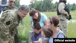 Ukraine -- Working visit to the Donbas of president of Ukraine Petro Poroshenko, 20Jun2014