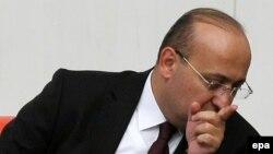 Türkiýäniň premýer-ministriniň orunbasary Ýalçin Akdogan