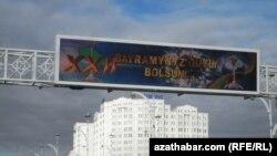 Garaşyzlyk baýamyny belleýän Aşgabatdan bir görnüş, 25-nji oktýabr, 2013.