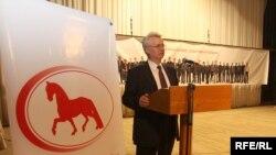 Станіслаў Багданкевіч адкрывае зьезд АГП.