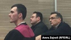 Ugur Toksoy (u sredini) u sudnici, Priština