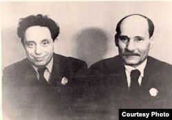 Зьмітрок Бядуля і Якуб Колас у дзень узнагароджаньня ордэнамі. 1939 год