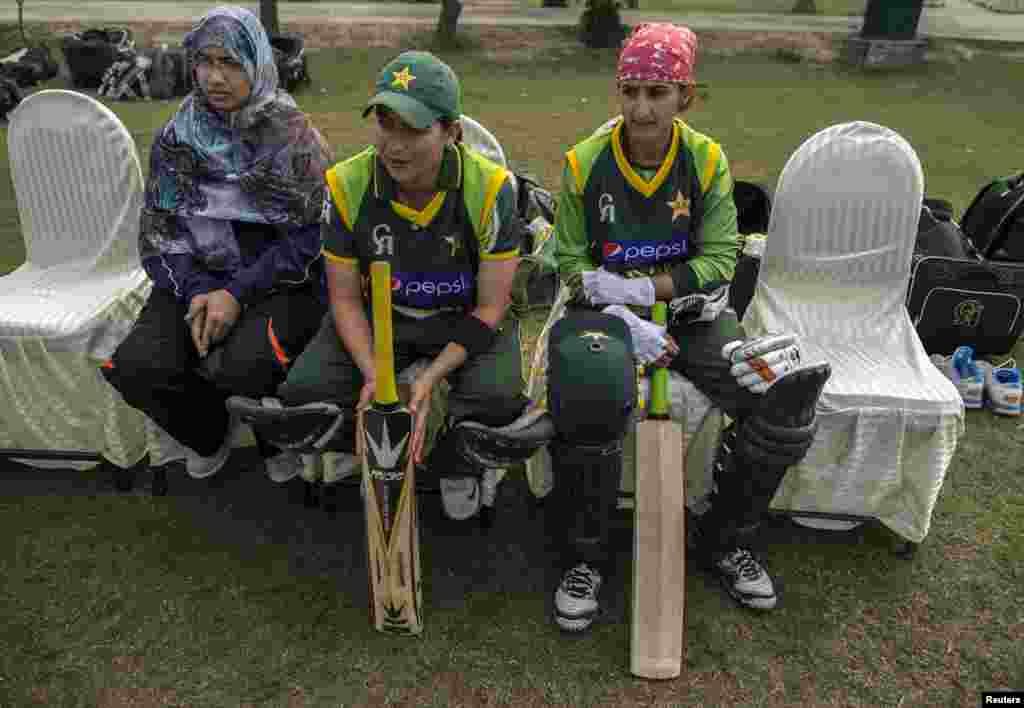 Mir (center) sits with a physical therapist (left) and a teammate during a training session for the 2014 International Cricket Council World Twenty20 competition in Muridke.