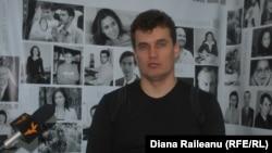 Inginerul Serghei Cocârlă în studioul Europei Libere la Chișinău