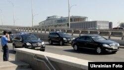 Проїзд кортежу президента України Віктора Януковича біля Подільського мостового переходу