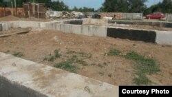 Незаконченное строительство домов в селе Садовое. Карагандинская область, 21 июля 2015 года.