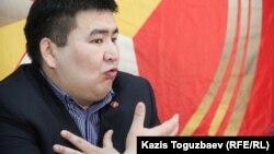 ҚХКП Алматы филиалының хатшысы Елнұр Бейсенбаев. Алматы, 6 ақпан 2015 жыл.