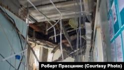 Обрушившийся потолок в больнице Диксона