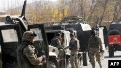سربازان ایتالیایی در محل وقوع حمله انتحاری
