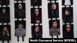 На фотовыставке, посвященной жертвам депортации