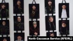 На фотовыставке, посвященной жертвам депортации. Черкесск, архивное фото