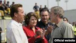 آرنولد شوارتزنگر ستاره سابق هالیوود به عنوان فرمانده ایالت کالیفرنیا در تلاش است تا با واسطه گری، به اعتصاب نویسندگان در هالیوود پایان دهد.