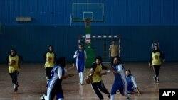 آرشیف، مسابقه باسکتبال میان تیمهای بانوان کابل و هرات. September 18, 2013