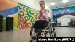 Анна Фролова репетирует танец. Уральск, 4 ноября 2019 года.