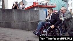 С отменой постановления о стопроцентной компенсации стоимости инвалидных колясок пострадают многие россияне с ограниченными возможностями