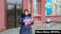Айнагуль Кенжетаева, жительница села Заречное, подавшая в суд на участкового полицейского Нуринского района. Караганда, 18 октября 2016 года.