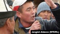 Акция протеста в селе Катран, Лейлекский район Баткенской области, 28 ноября 2012 года.