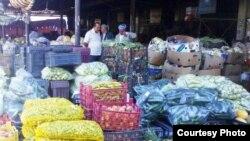 احد محلات بيع الخضر والفواكه في دهوك