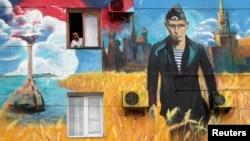 """Граффити """"С возвращением в родную гавань"""". Севастополь, 13 мая 2014 года."""