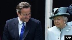 Dejvid Kameron i kraljica Elizabeta II, fotoarhiv