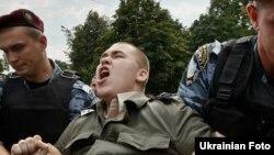 Арешт представника ВО «Свобода» під час однієї з акцій протесту в Києві