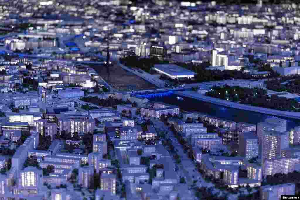 «Макет Москвы» снабжен системой освещения, которая имитирует сумерки, ночь и день в столице.