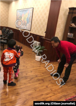 Миродил Джалолов в своем доме в Ташкенте, 8 января 2019 года.