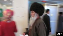 Ýaşuly ses berýär.Aşgabat,15-nji dekabr, 2013.