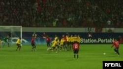 """Даниэль Карвальо забивает гол в ворота """"Арсенала"""" (октябрь 2006 г.). Во вторник, 27 ноября 2007, забивать """"ПСВ"""" было некому..."""