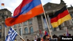 Германия - Демонстрация с требованием признать Геноцид армян перед зданием Бундестага, Берлин, 2 июня 2016 г․