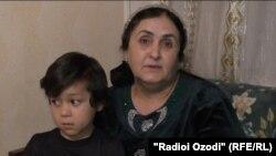 Шарифамоҳ Алиева ронандаи мошини ёрии таъҷилӣ дар шаҳри Душанбе