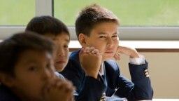 Урок в первой британской частной школе, открытой в Центральной Азии в Алматы 1 сентября 2008 года.