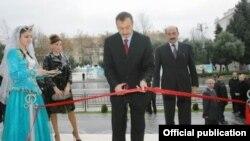 İlham Əliyev Kukla Teatrının açılışı zamanı. 26 dekabr 2007