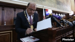Armenia - Gyumri Mayor Samvel Balasanian is sworn in for a second term in office, 10Oct2016.
