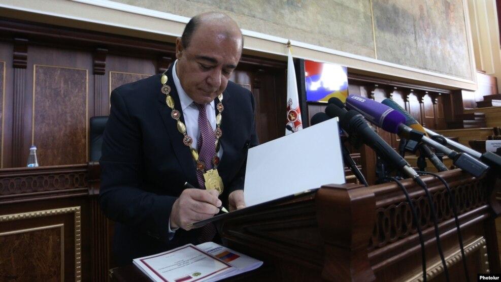 Церемония приведения к присяге переизбранного мэра Гюмри Самвела Баласаняна, 10 октября 2016 г.