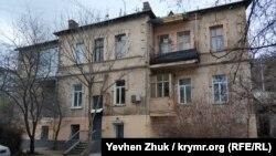 Старинный балкон дома №7 по улице Кучера
