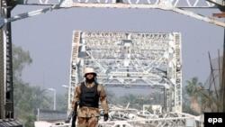 Все попытки Вашингтона изменить ситуацию в Ираке пока не дали результата. Мост через Тигр в Багдаде, разрушенный сегодня утром