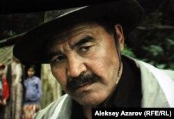 Местный воротила Жуба. Кадр фильма режиссера Адильхана Ержанова «Хозяева».