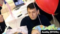 Фирдүс Тямаев һоспистагы балалар белән якыннан танышты