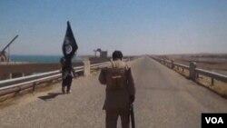 وزارت کشور فرانسه میگوید اخیرا ۹۳۰ نفر از شهروندان آن کشور به عراق و سوریه سفر کردهاند که طی هشت ماه گذشته بیش از ۷۰ درصد رشد داشته است