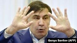Екс-президент Грузії Міхеїл Саакашвілі під час спілкування із журналістами. Київ, 22 грудня 2017 року