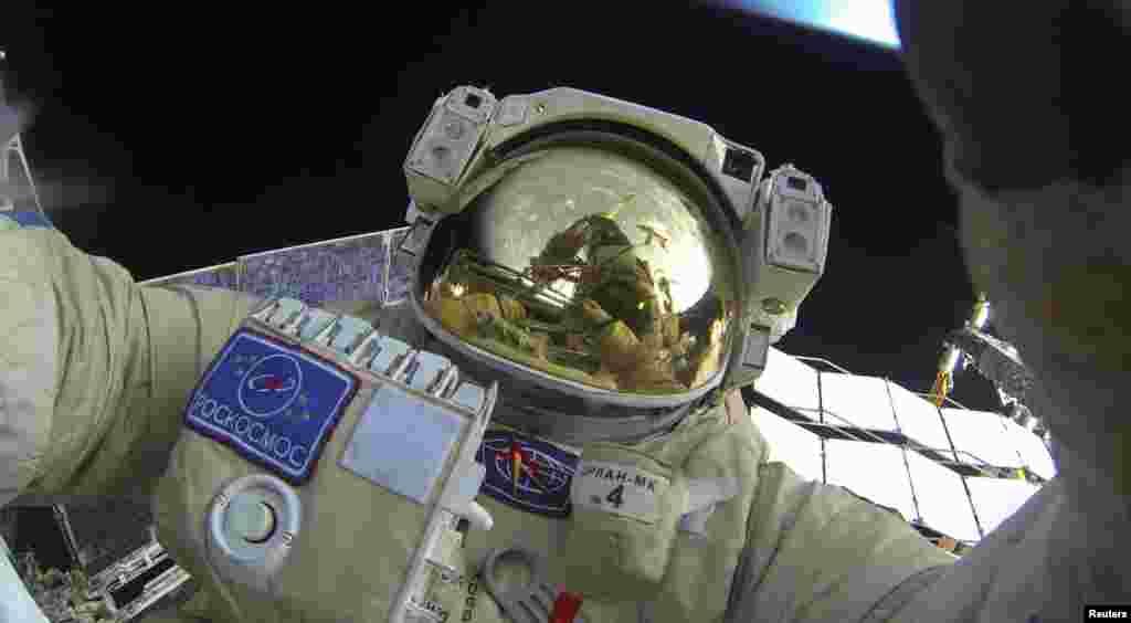 РУСИЈА - Генералниот директор на рускиот Истражувачки институт за вселенска технологија, Јури Јаскин ја напуштил земјата за време на ревизијата на неговата работа. Руската вселенска агенција Роскосмос соопшти дека Јаскин службено отпатувал во странство минатиот месец и од тогаш не се вратил во земјата.